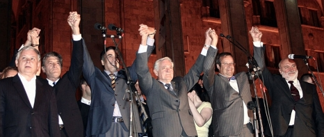 Lech Kaczyński stands with Georgian President Mikheil Saakashvili, Ukrainian President Viktor Yushchenko, and the presidents of the three Baltic states in Tbilisi during the 2008 war. (AFP)