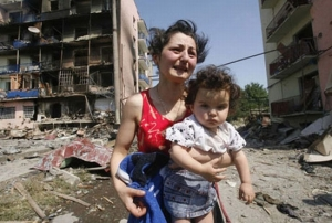 Georgian woman and child during the war of 2008.  (Reuters/David Mdzinarishvili)