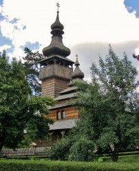 Church of Archangel Michael in the wooden style commonly seen in Zakarpattia (Sobory.ru)