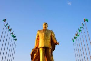 Saparmurat Niyazov gold statue in Ashgabat (Robert Preston)