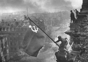Raising a flag over the Reichstag (Yevgeny Khaldei)